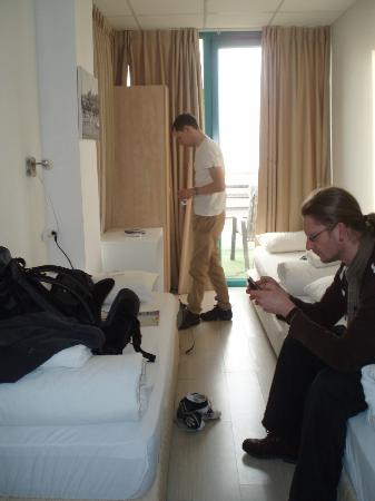 Beachfront Hostel : Our room