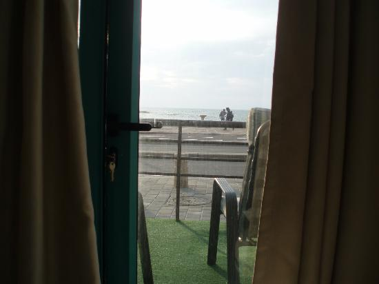 Beachfront Hostel : The view from our room