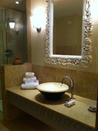 Monart: ensuite bathroom