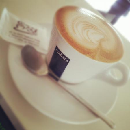 Fifteen 37 Cafe : delicious cappuccino