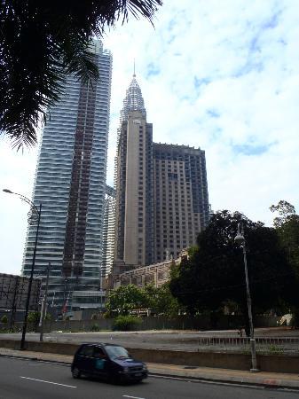 Mandarin Oriental, Kuala Lumpur: Vista geral do Mandarim Oriental KL e das Petronas Towers