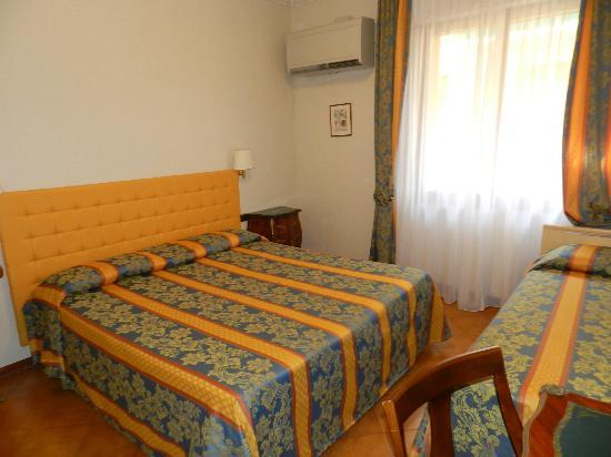 Hotel Mondial : Room 110