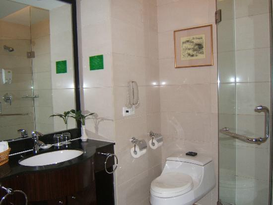 جويلينج ليانج ووتر فول هوتل: Salle de bain 