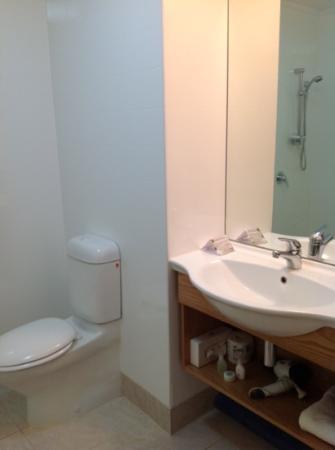 เบย์วิว ไวราไก รีสอร์ท: bathroom