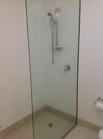 เบย์วิว ไวราไก รีสอร์ท: shower