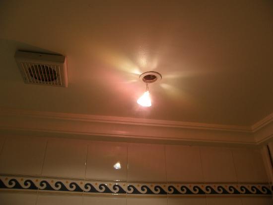 Hotel el Fell : Installation electrique bizare
