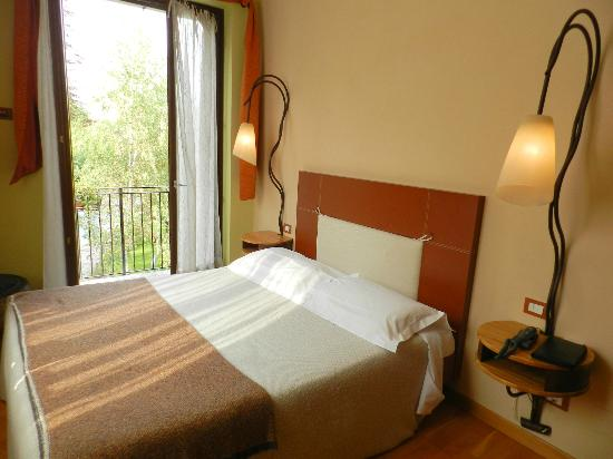 Hotel Langhe: Room 203 -- Corner with Balcony