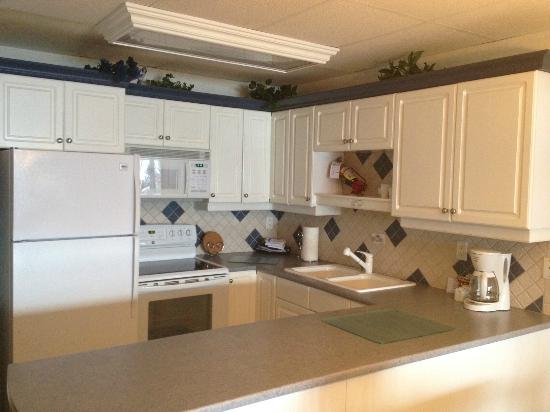 Casa Loma Lakeshore Resort: Kitchen