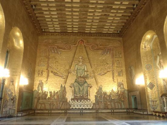 Stockholm City Hall: golden room