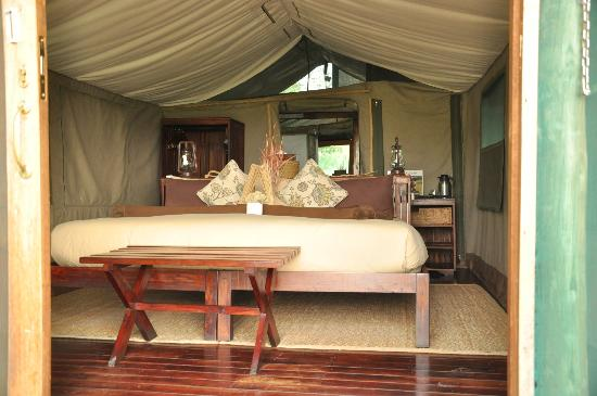 Kwara Camp - Kwando Safaris: Inside the tent