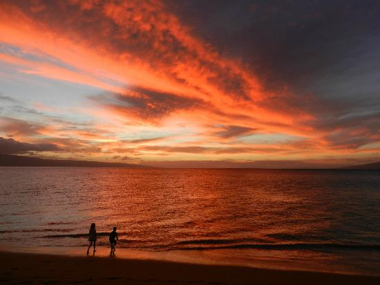 The Westin Kaanapali Ocean Resort Villas: Un-retouched photo of sunset from beach