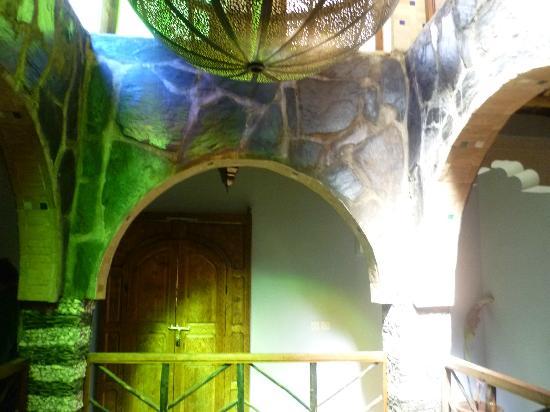 Riad Imlil Lodge : The internal balcony of the riad.
