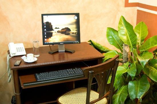 Hotel Dario: Salón de Internet