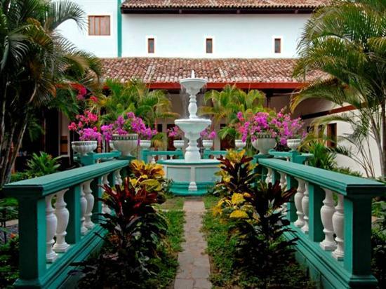 Hotel Dario: Fuente Jardín Principal