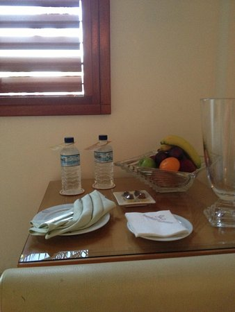 Marina Hotel : Complementary fruit basket & water