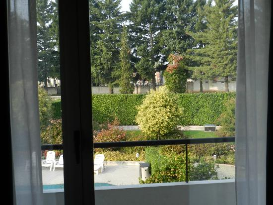 Cardano Hotel Malpensa: Room 227 -- View of Garden and Pool Area