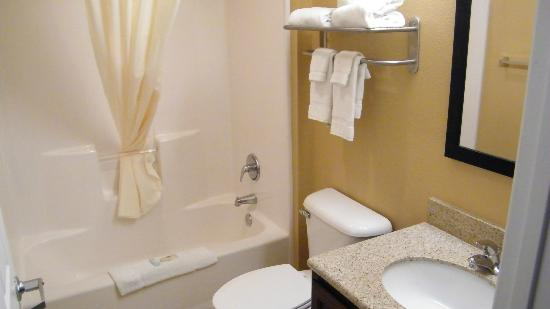 Suburban Extended Stay Alamogordo: bath
