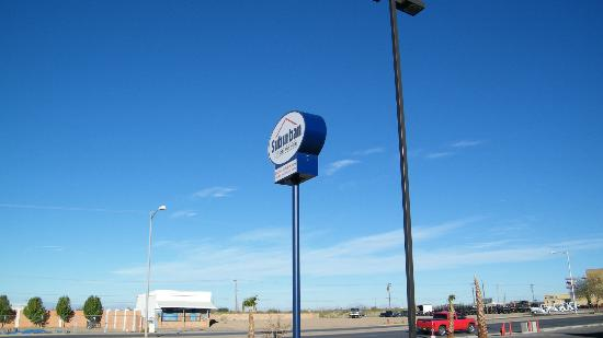 Suburban Extended Stay Alamogordo: signage from parking lot