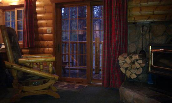 Baker Creek Mountain Resort: patio, fire and rocking chair