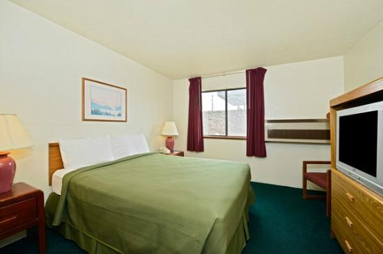 Americas Best Value Inn- Whitehall: One King Bed