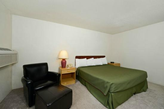 Americas Best Value Inn- Whitehall: One Queen Bed