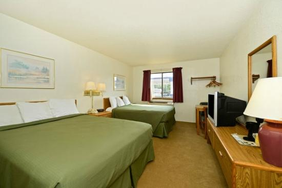 Americas Best Value Inn- Whitehall: Two Queen Beds