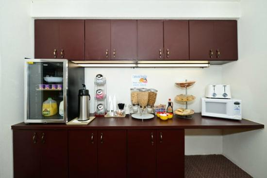 Americas Best Value Inn - Whitehall: Breakfast Area