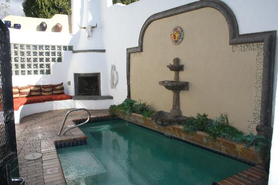 El Rey Inn: Relaxing Hot Tub Area