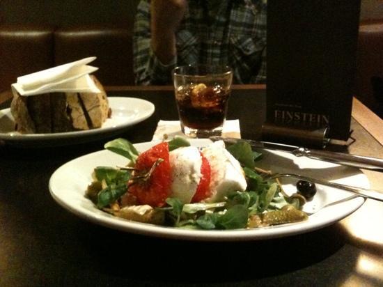 Einstein Kaffee & Rauchsalon: buffel mozzarella