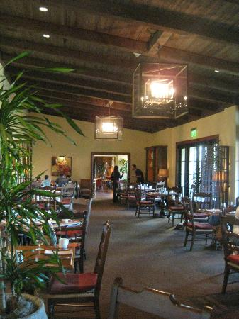 Estancia La Jolla Hotel & Spa: Adobe breakfast room