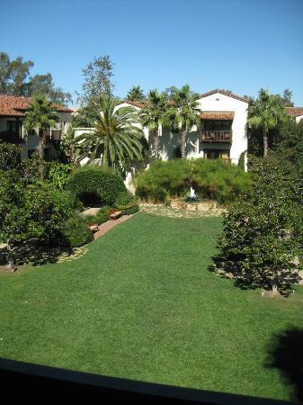 Estancia La Jolla Hotel & Spa: One of several courtyards