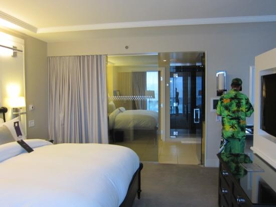 Hard Rock Hotel and Casino: The Bed & bathroom
