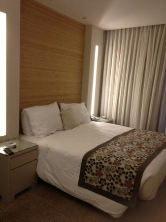 Ramada Hotel and Suites Netanya: bed