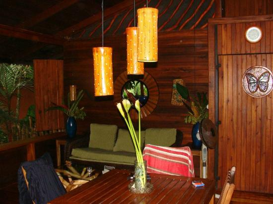Hotel Banana Azul : Living / dining area of apartment suite