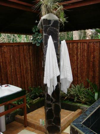 Hotel Banana Azul : Garden Shower in Apartment suite - amazing!