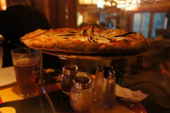 Matterhorn Restaurant: Fresh wooden oven pizza