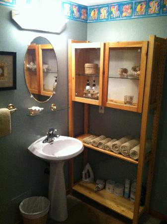 Mistiso's Place Vacation Rentals: Bathroom