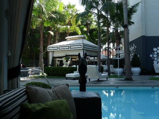 Viceroy Santa Monica: Pool area from private cabana