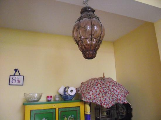 Hotel Les Bluets: Flurlampe im obersten Stockwerk