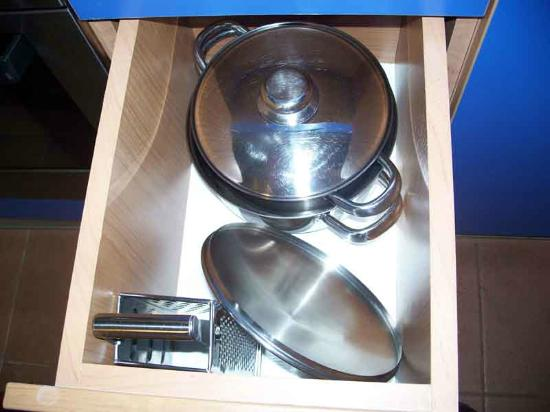 Naturist Park Koversada Apartments: Kitchen ware