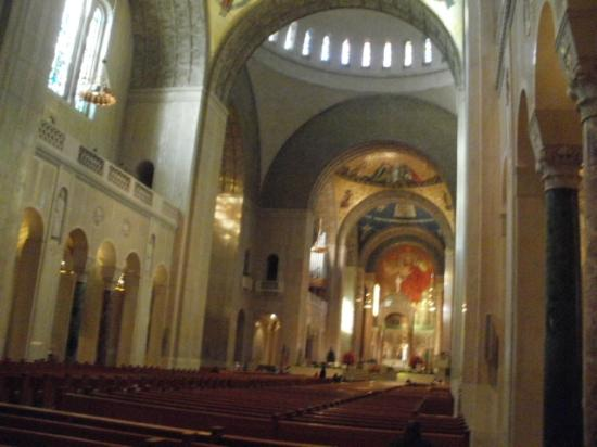 Basilica of the National Shrine of the Immaculate Conception: NAVE CENTRAL