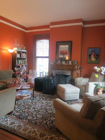 The Croff House Bed and Breakfast: Sitting area