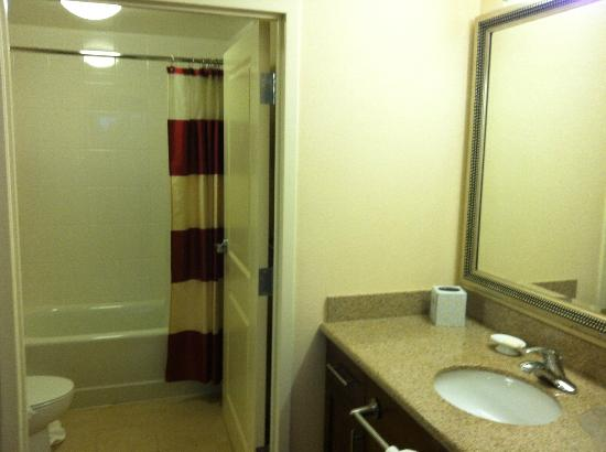 Residence Inn Newport News Airport: Bathroom