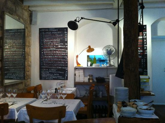 Photo of Italian Restaurant L'Alimentari at 6 Rue Des Ecouffes, Paris 75004, France