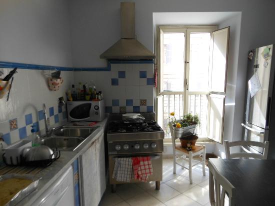 Chocolat Inn: Refeitório/cozinha, com vista para a Cavour.