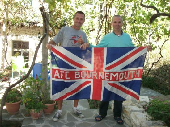 Lorenc Guesthouse & Hostel Gorica: Myself and Lorenc with my world-travelled flag
