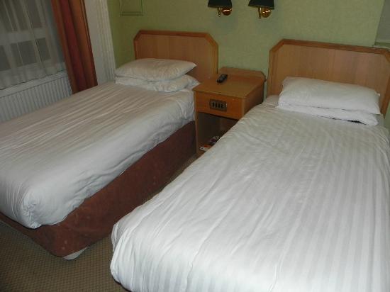 Phoenix Hotel: Habitacion