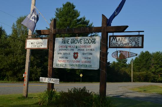 Pine Grove Lodge and Cabins: Main Sign