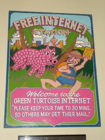 ‪‪The Green Tortoise Hostel‬: Funny sign at the shared computers/internet area‬