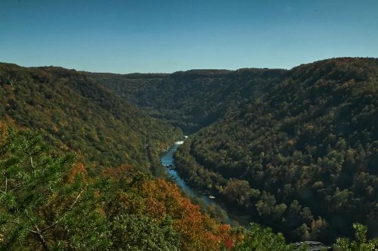 Fayetteville, Wirginia Zachodnia: New River Gorge left of the bridge